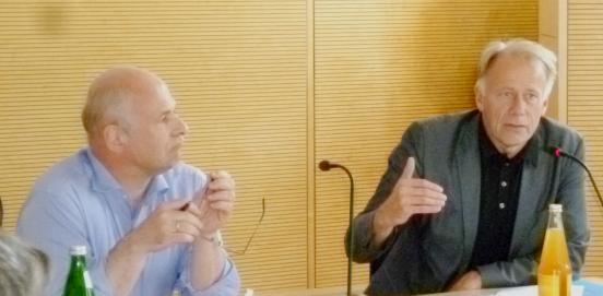 Bild: Jürgen Trittin diskutiert mit GRÜNEN LWL PolitikerInnen