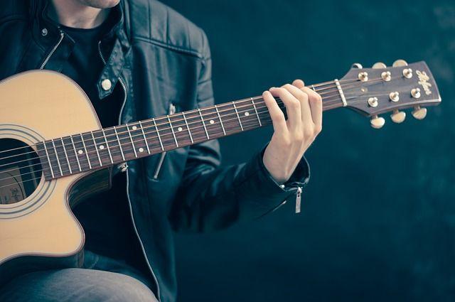 Gitarrenspieler (Quelle: Pixabay.com)